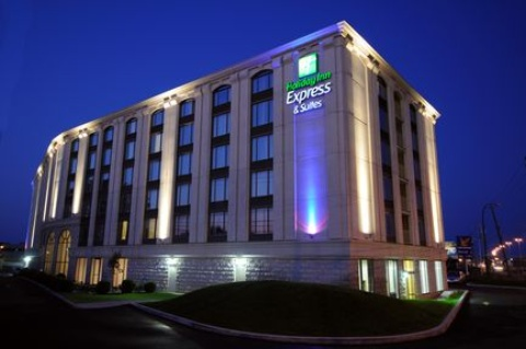 Holiday Inn Express & Suites Montreal Airport