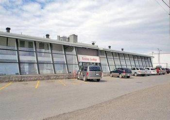Hotel with Parking Facility Econo Lodge , Canada H4Y E5
